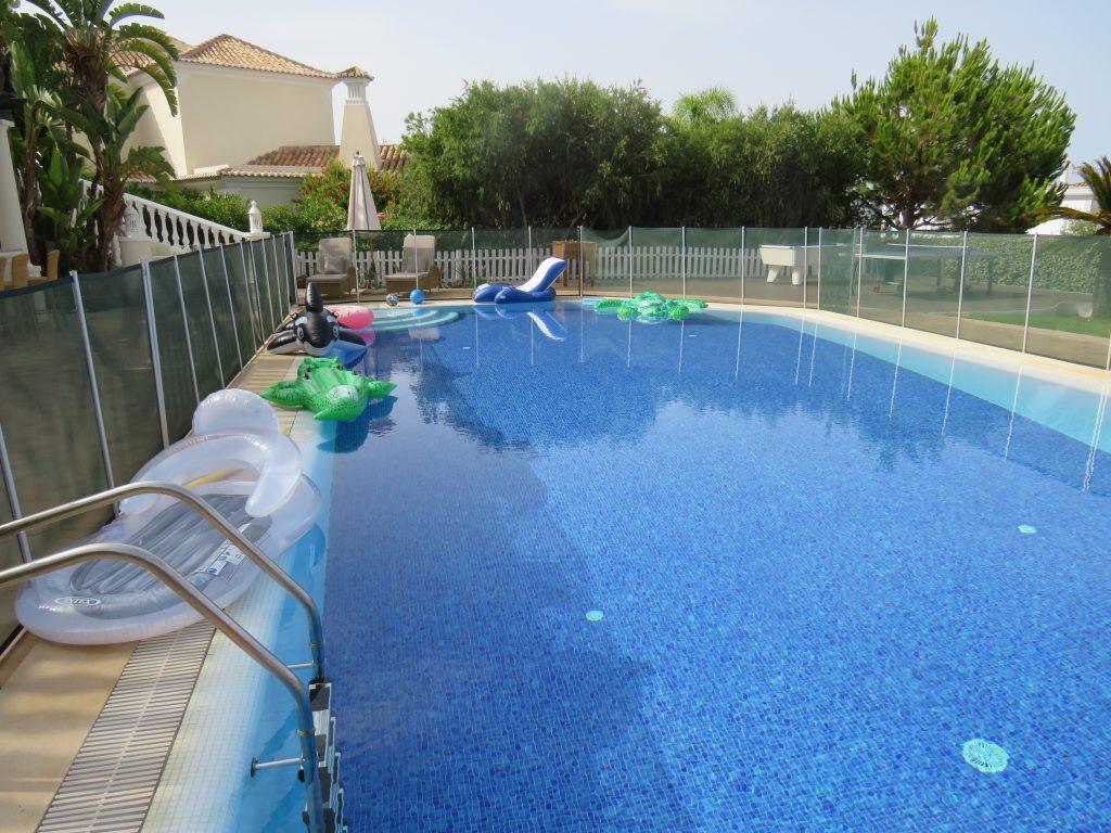 Piscinas - segurança das crianças em piscinas