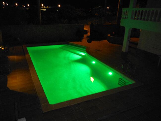 Iluminação LED piscinas com cor verde