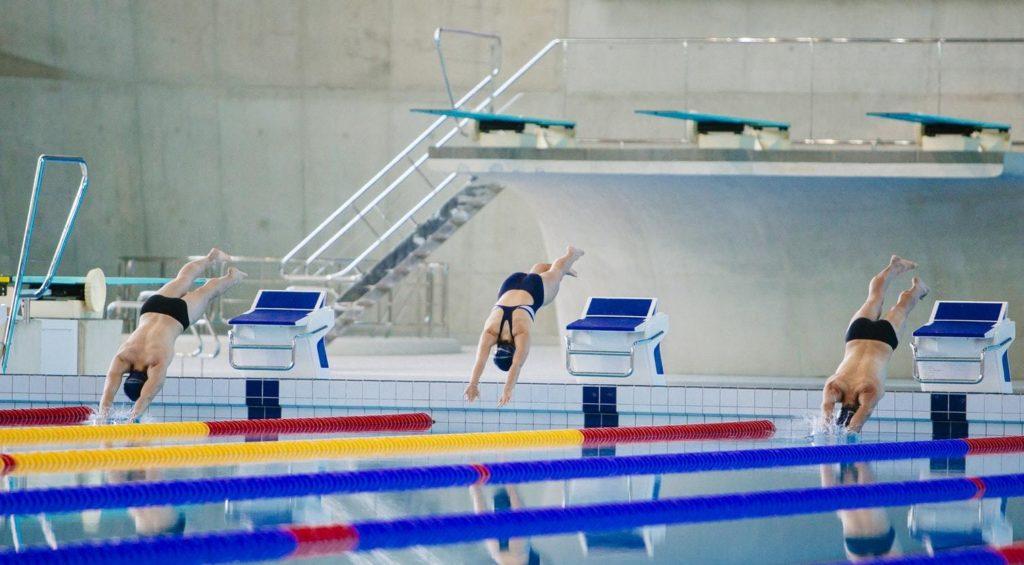 A Bomba de Calor é muito utilizada em piscinas de hotéis, escolas e ginásios, por exemplo.