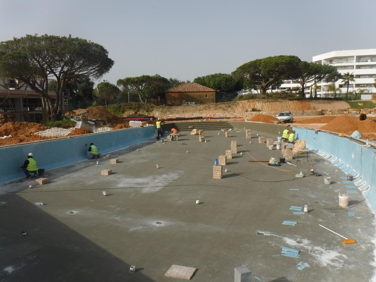 Piscina Albufeira Hotel Alfagar - em construção